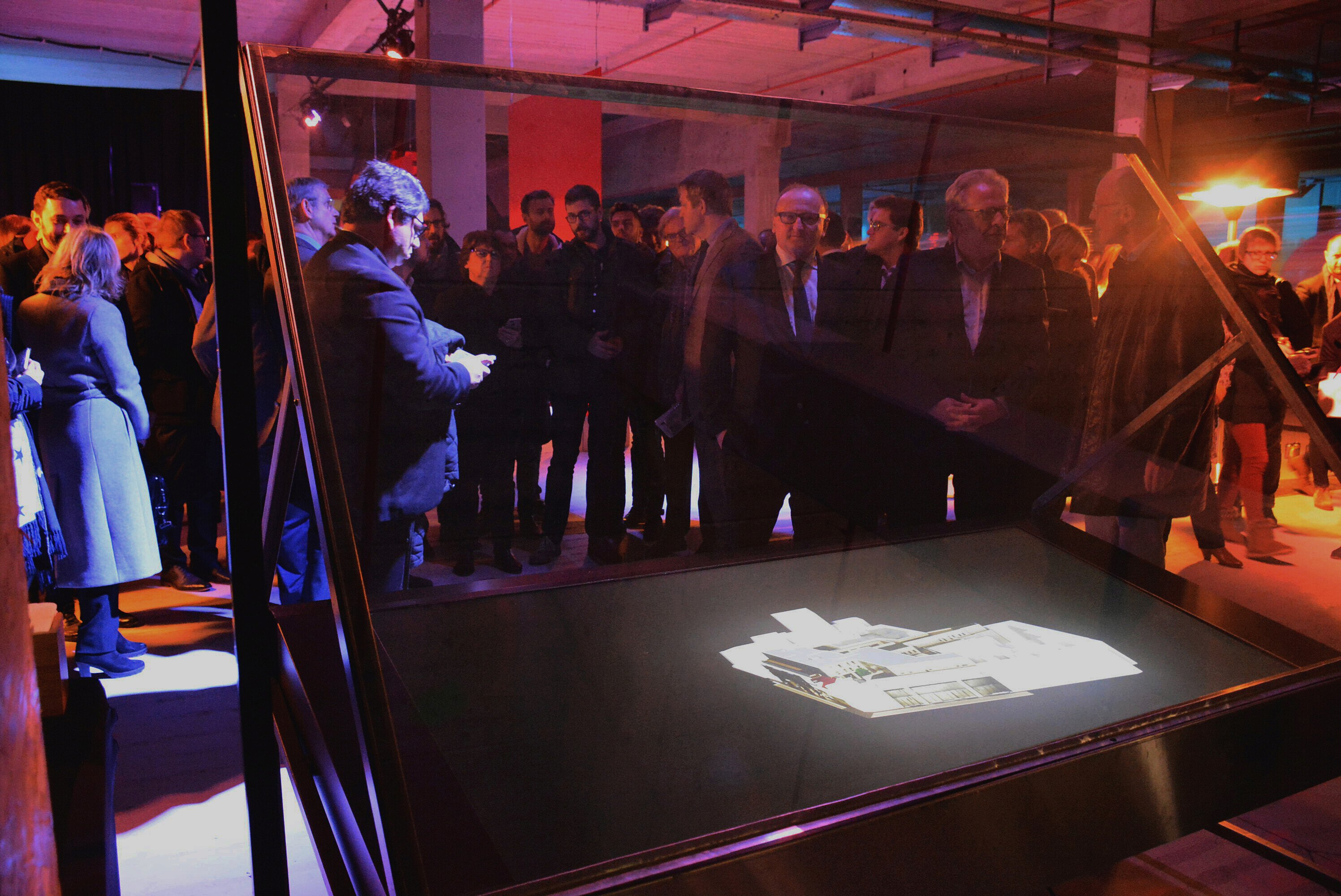 Martine Aubry in front of the hologram